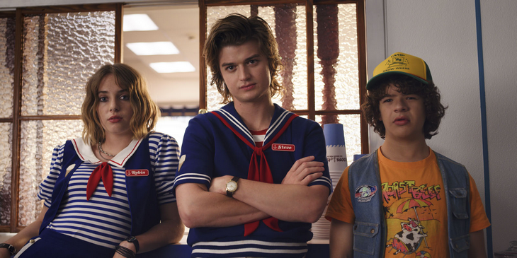 Strangers_Things_Photo_Gaten_Matarazzo_Joe_Keery_Maya_Hawke
